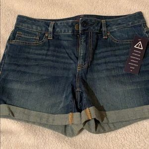 NWT Tommy Hilfiger rolled Jean shorts